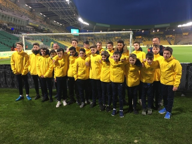 Nos U15-U13 porte-drapeaux lors du match FC NANTES / METZ